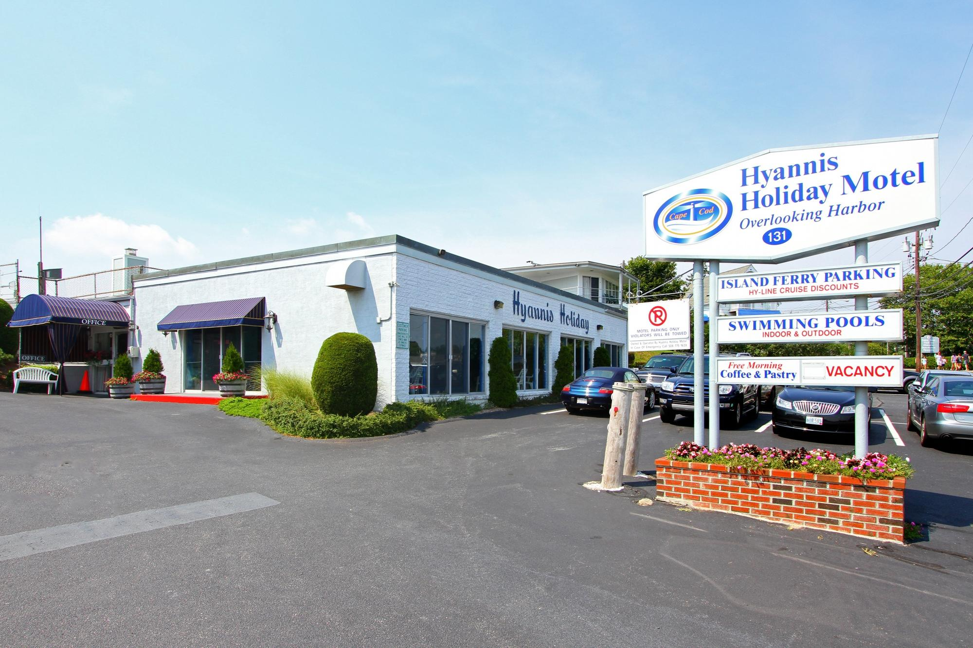 Hyannis Holiday Motel