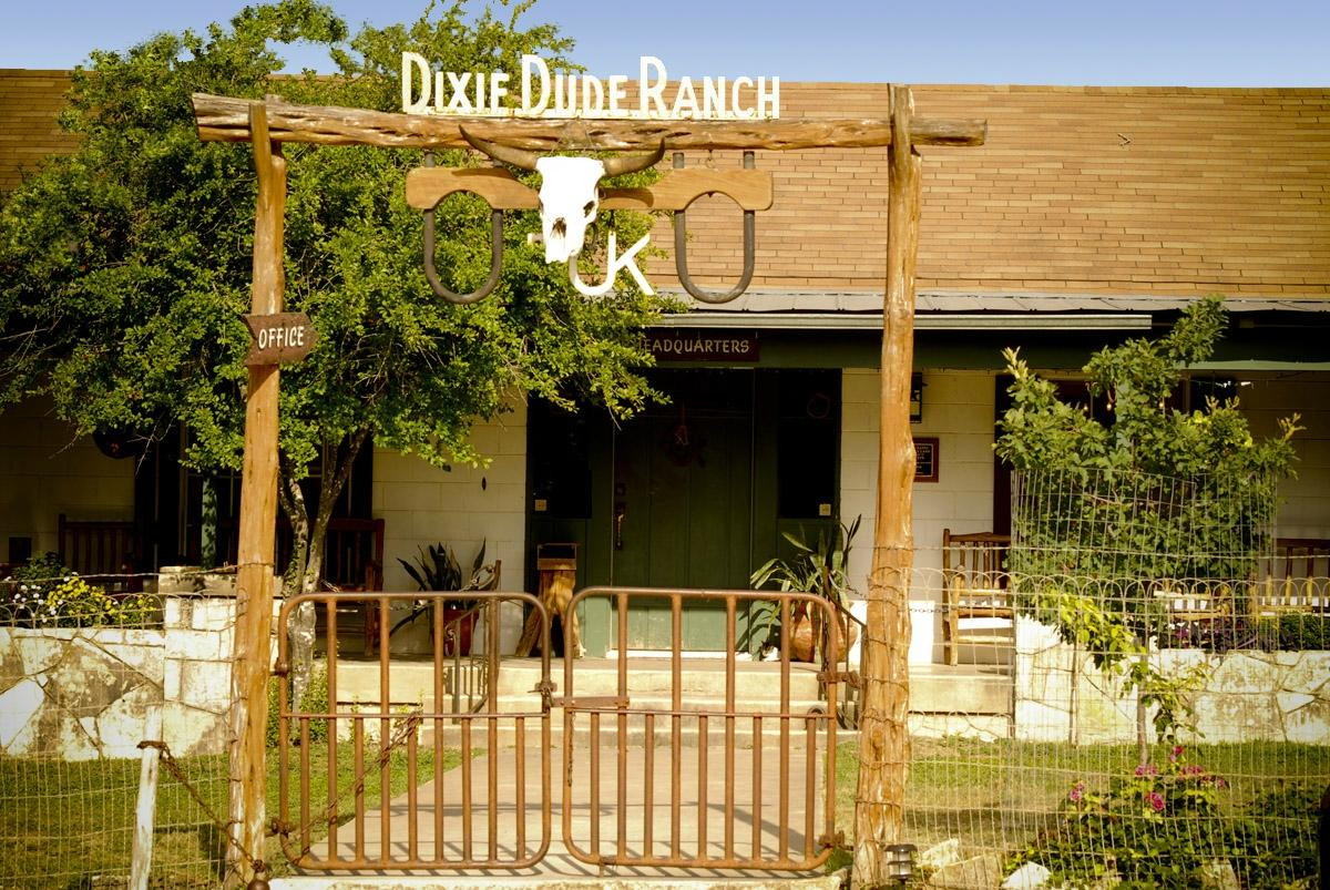 ‪Dixie Dude Ranch‬