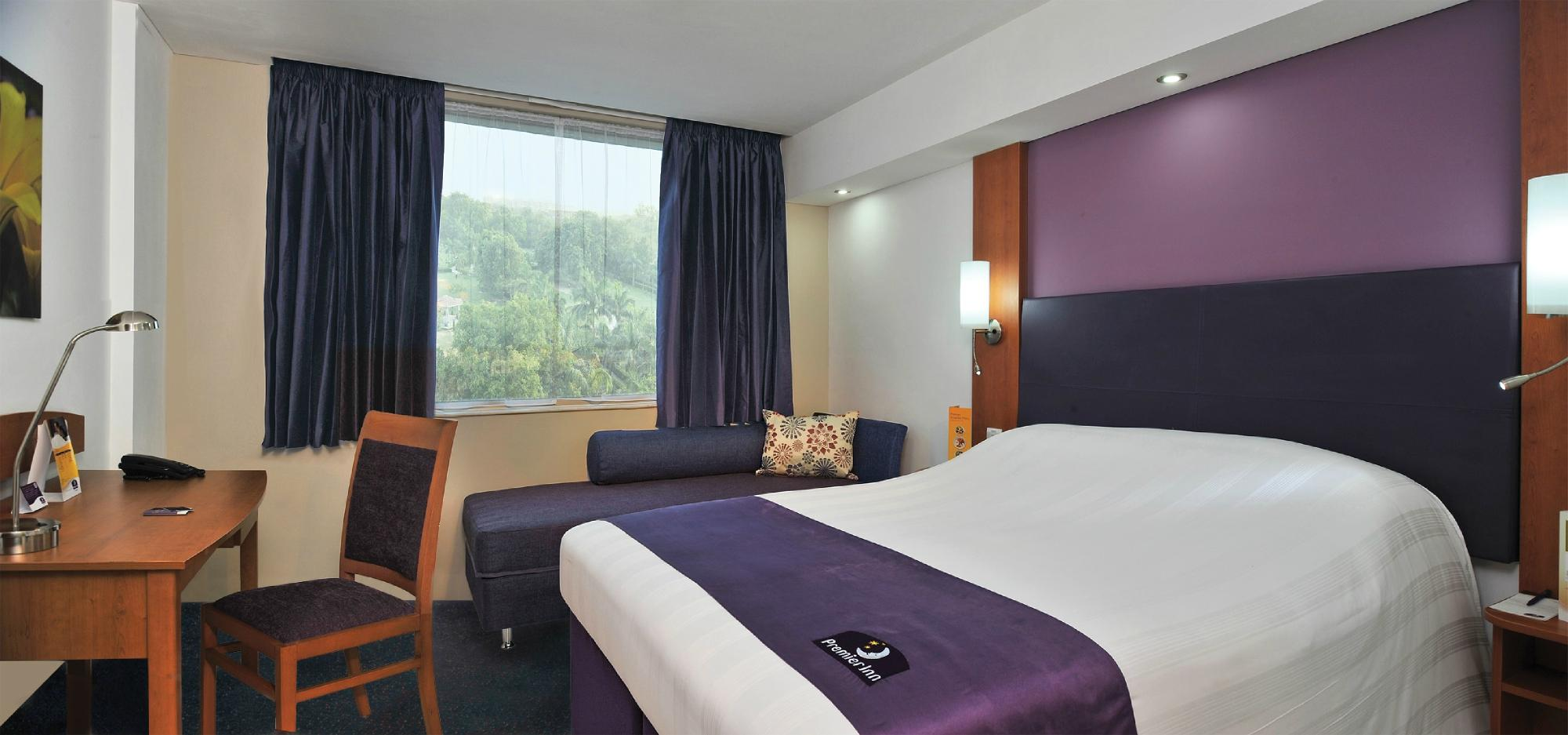 Premier Inn Gatwick Crawley Town (Goff's Park) Hotel