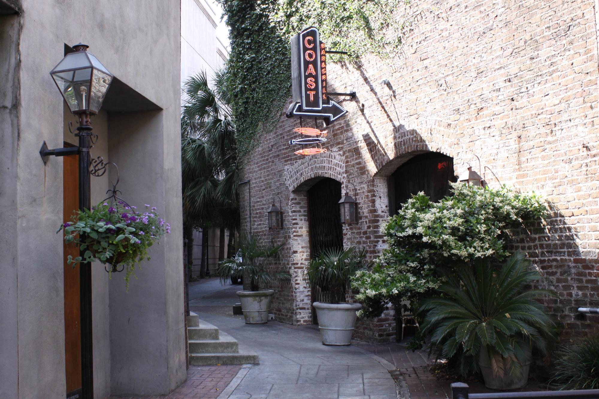 The 10 Best Restaurants Near Courtyard Charleston Historic District