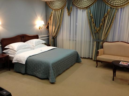 Yamburg Hotel