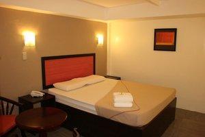 TOILENA room & board
