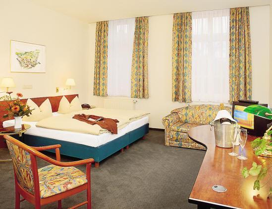 Nigel Restaurant & Hotel