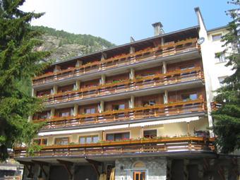 호텔 투어리스트