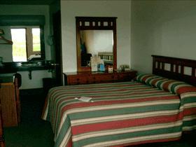 Edge o' the Woods Motel