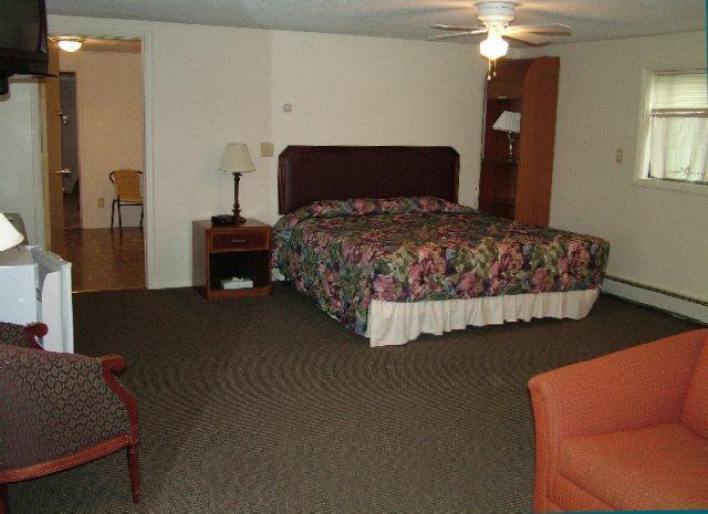 Lakes-N-Trails Motel