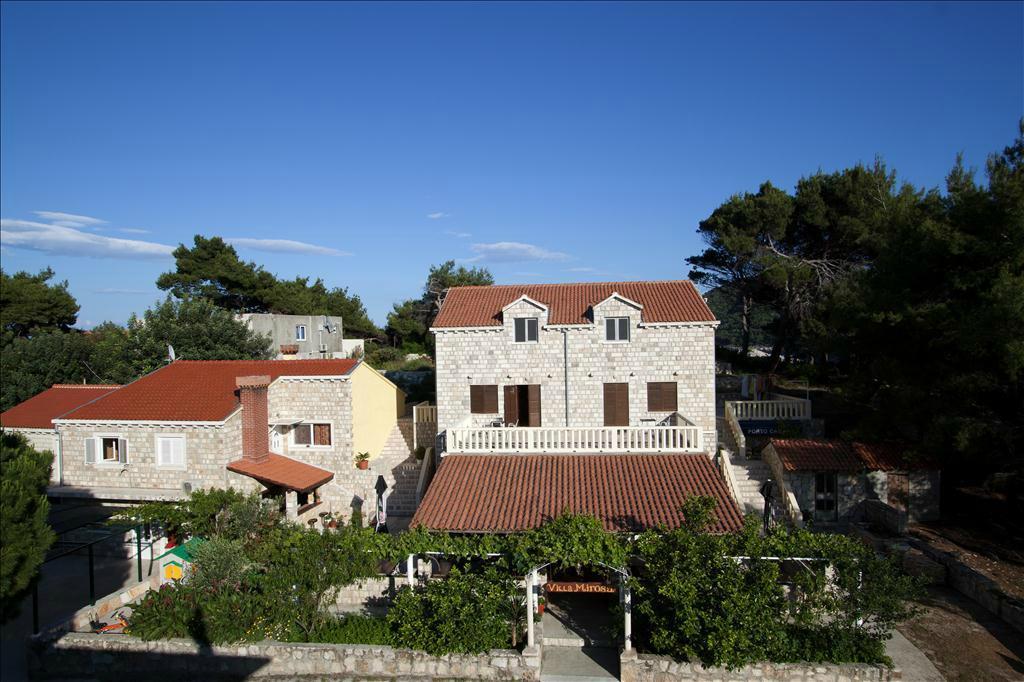 Villa Mirosa Restaurant & Pansion