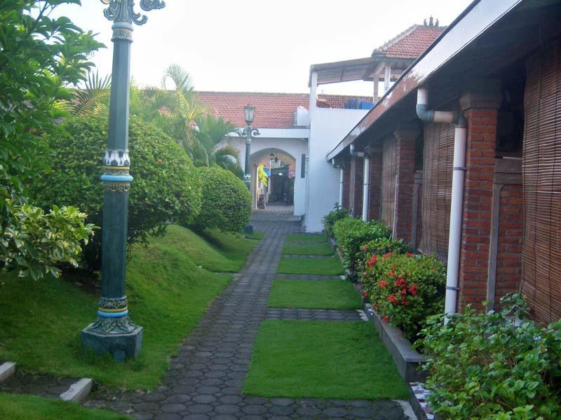 Tulips Hotel & Restaurant