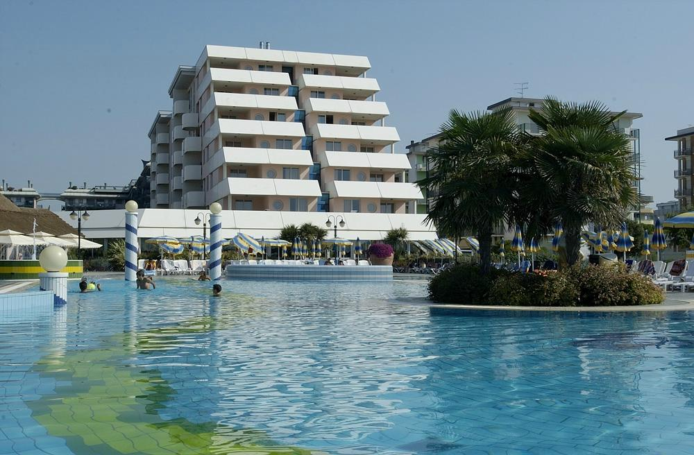Holiday Aparthotel