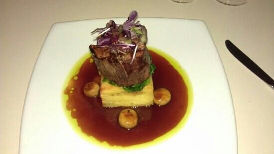 Table 7 Restaurant & Bar