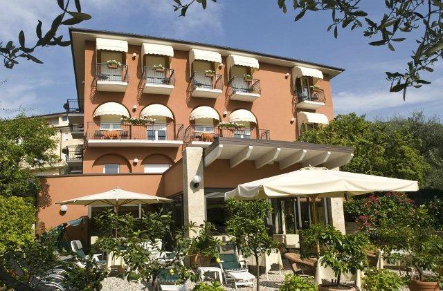 호텔 알 카미네토