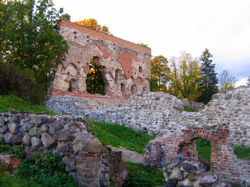 ‪Ruins of the Viljandi Order Castle‬