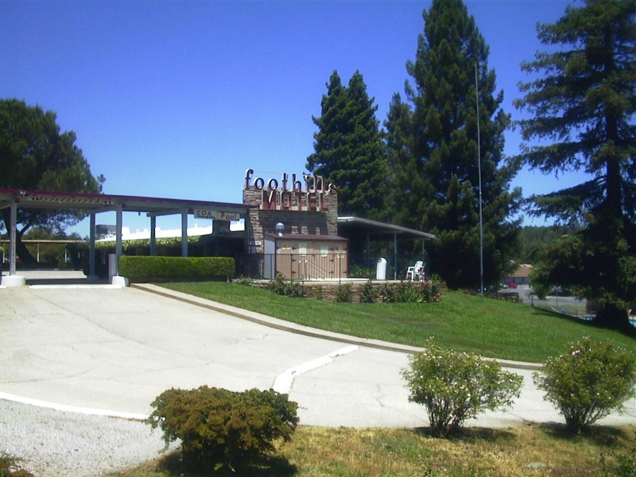 Foothills Motel