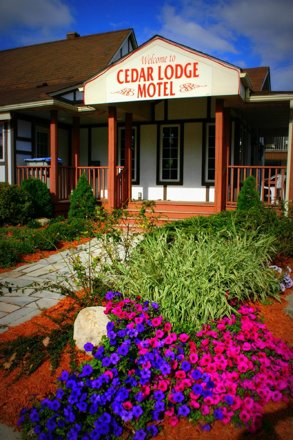 Cedar Lodge Motel