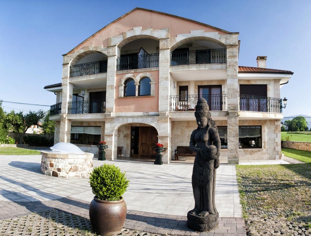 Hotel Mies de Rubayo