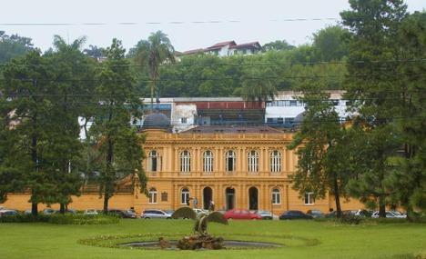 Yellow Palace (Palacio Amarelo)