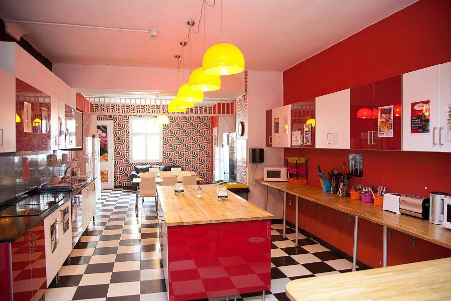 Home Backpackers Hostel Valencia by Feetup