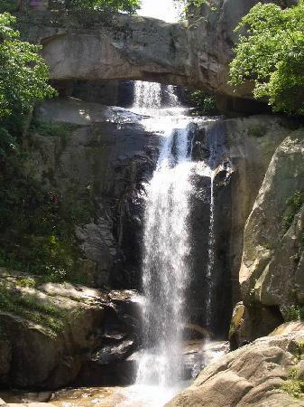 Taizhou Shiliang Waterfall