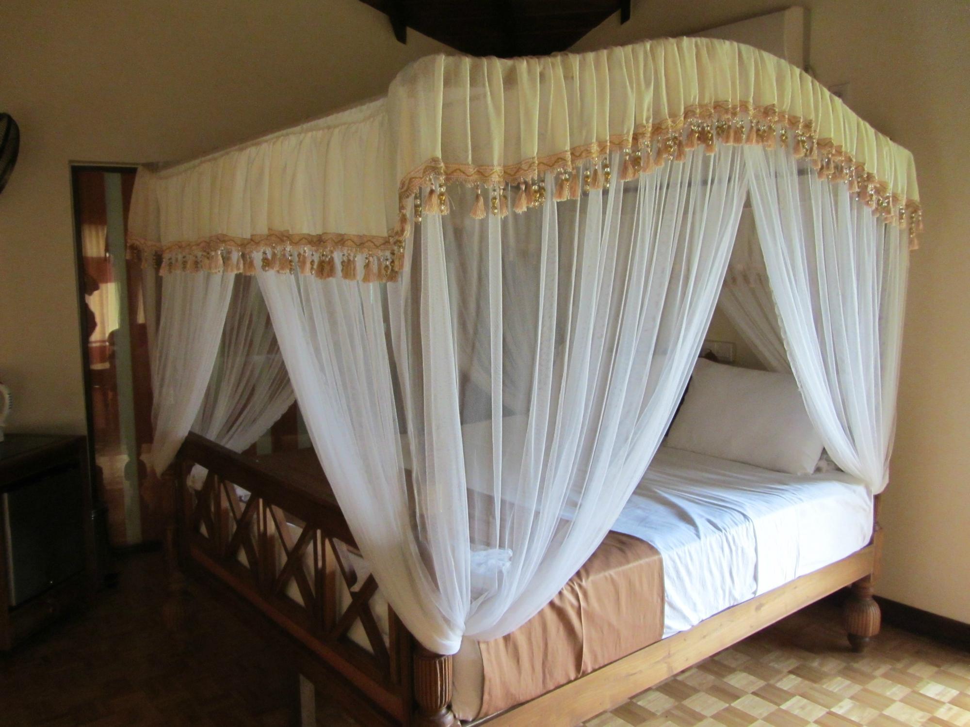 Saunter Paradise Hotel