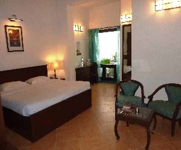 Pavitra Hotel