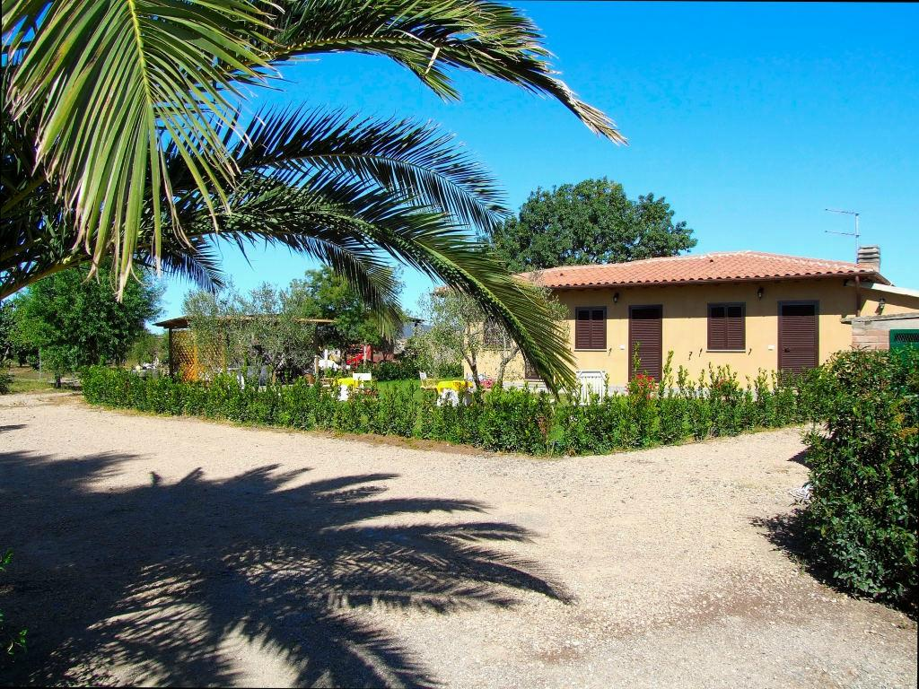 Il giardino dell 39 osa guesthouse reviews price for Il giardini