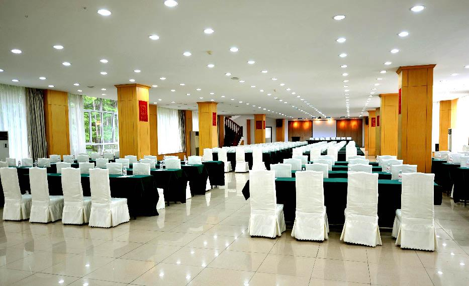 Longzhu Erlongshan Ski Resort Hotel