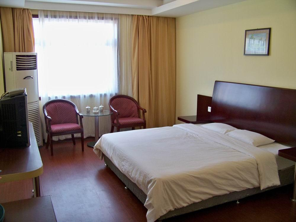 Yinqiao Business Hotel