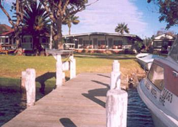 Bentley Waterfront Motel & Cottages
