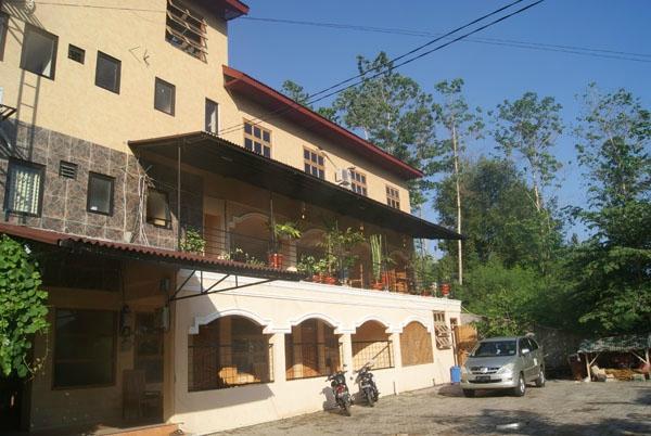 Centro Bajo Hotel & Resto