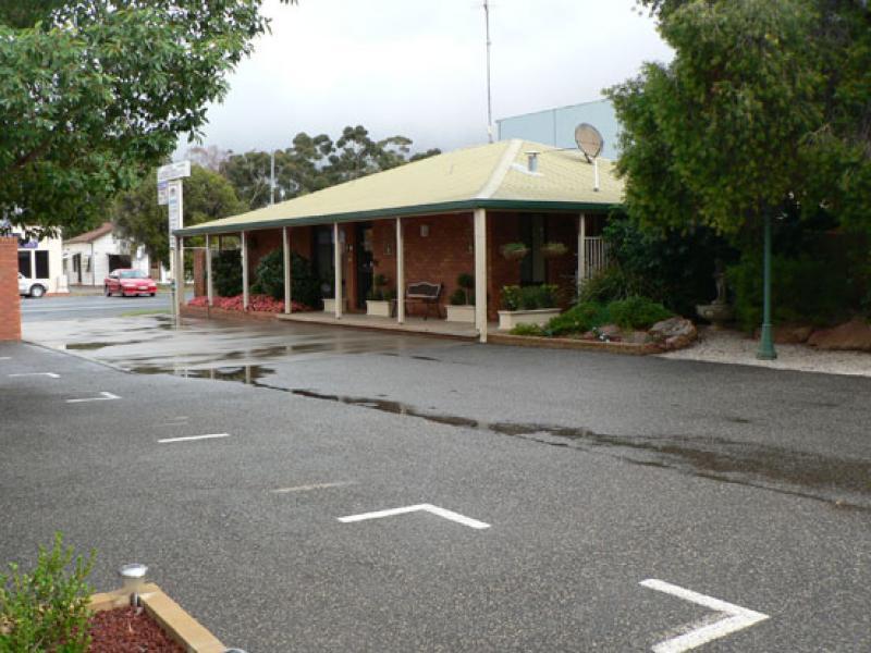 Yambil Inn Motel