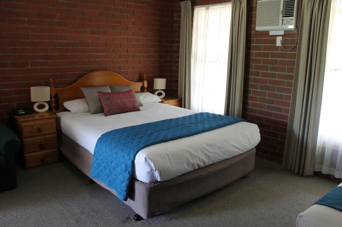 Aristocrat-Waurnvale Motel