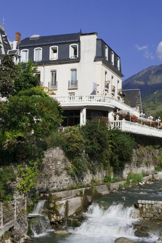Luz-Saint-Sauveur France  city pictures gallery : Hotel De Londres Luz Saint Sauveur, France Midi Pyrenees 2016 ...