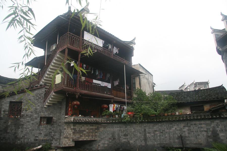 Fenghuang Quanyou Inn