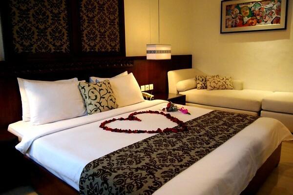 โรงแรมยูเลีย วิลเลจ อินน์
