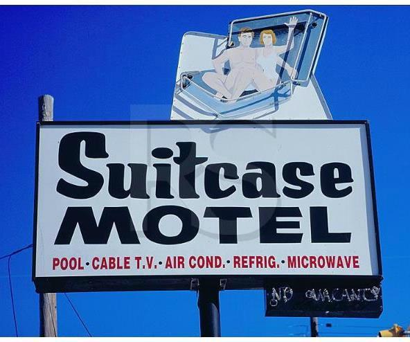 ‪Suitcase Motel & Travel‬