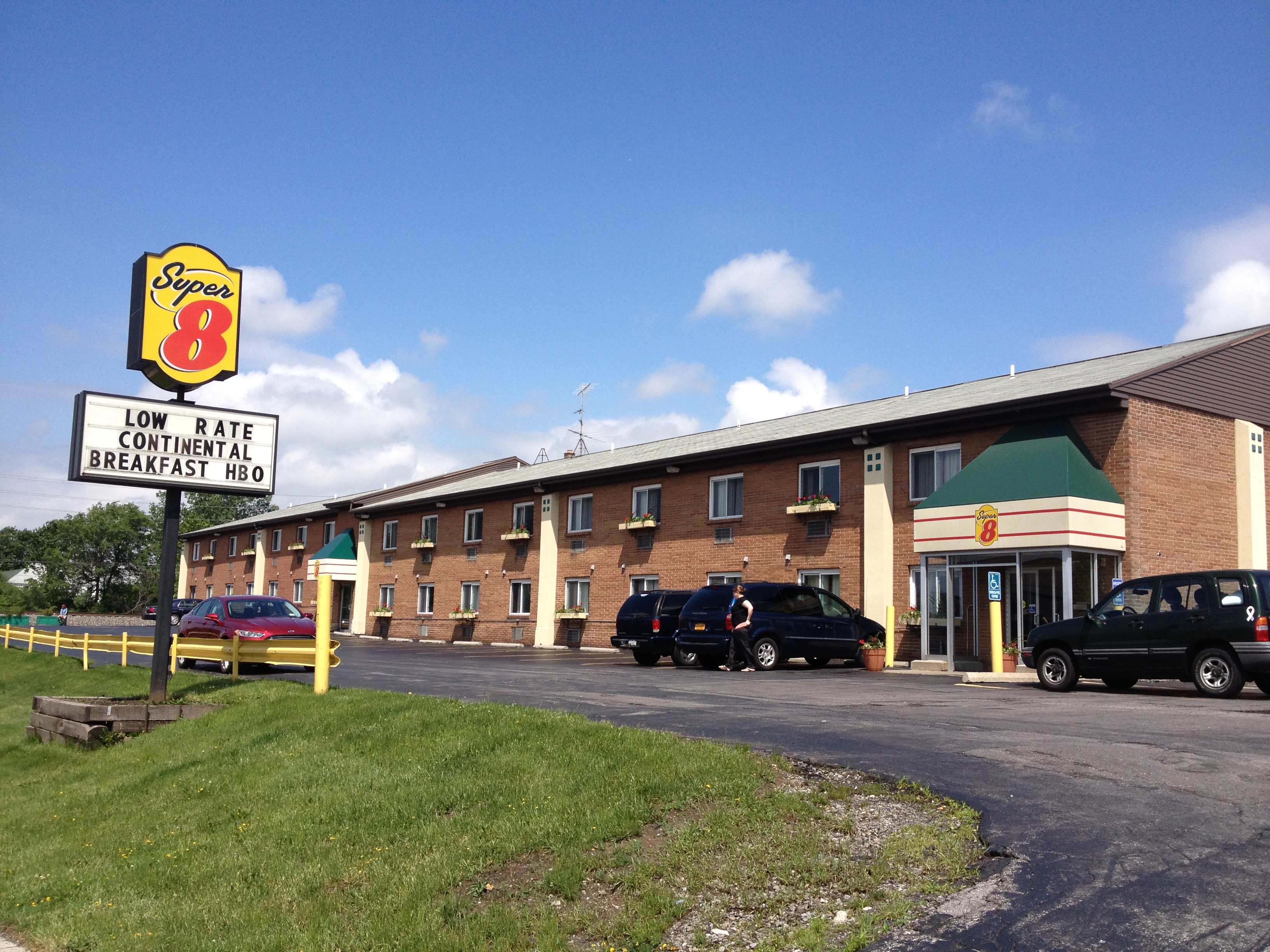 ‪Buffalo / Tonawanda Super 8 Motel‬