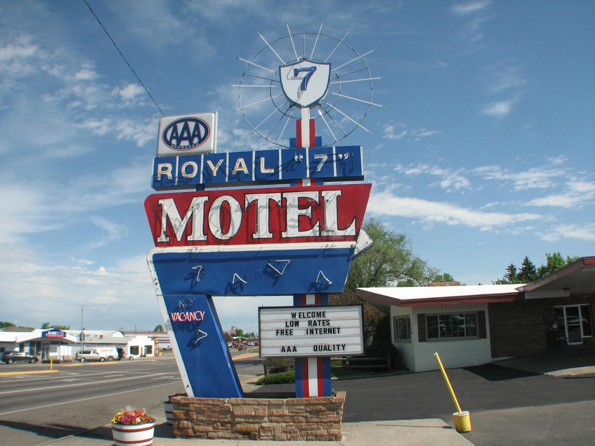 Royal 7 Budget Inn