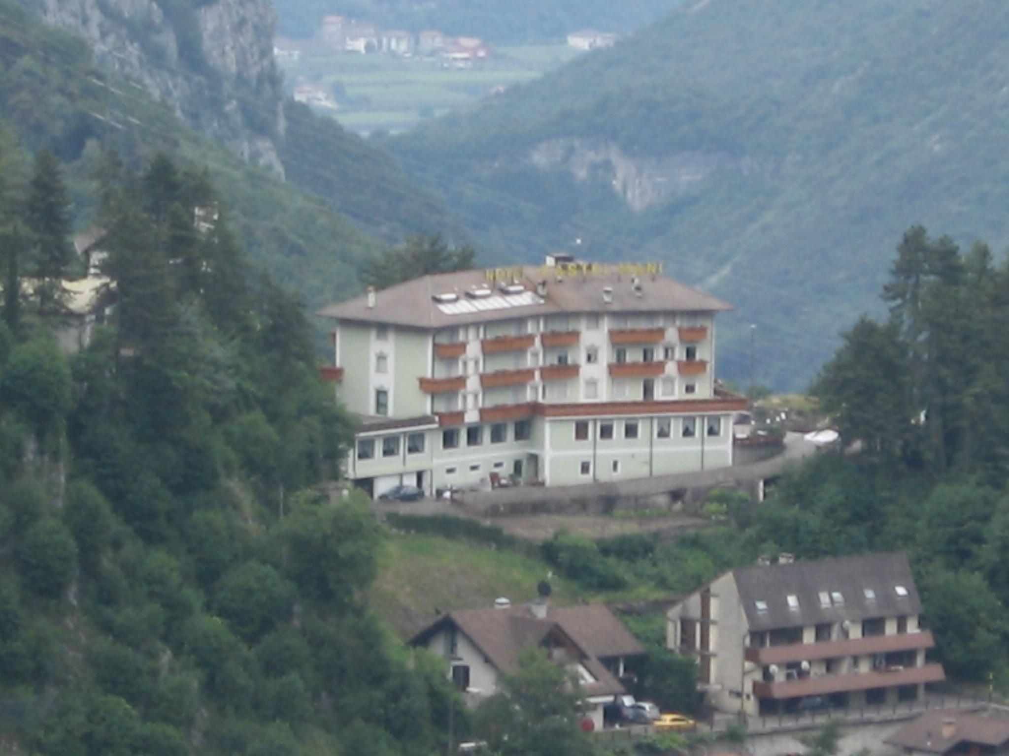 Castel Mani