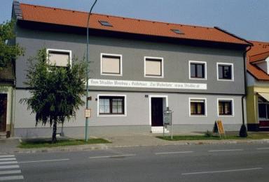 """Weinbau & Gästehaus """"Zur Wiederkehr"""""""
