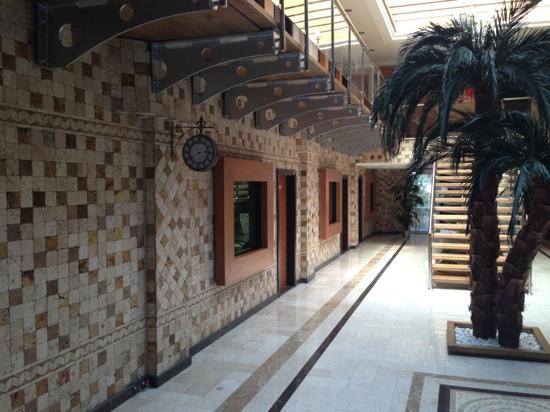 Arya Hotel
