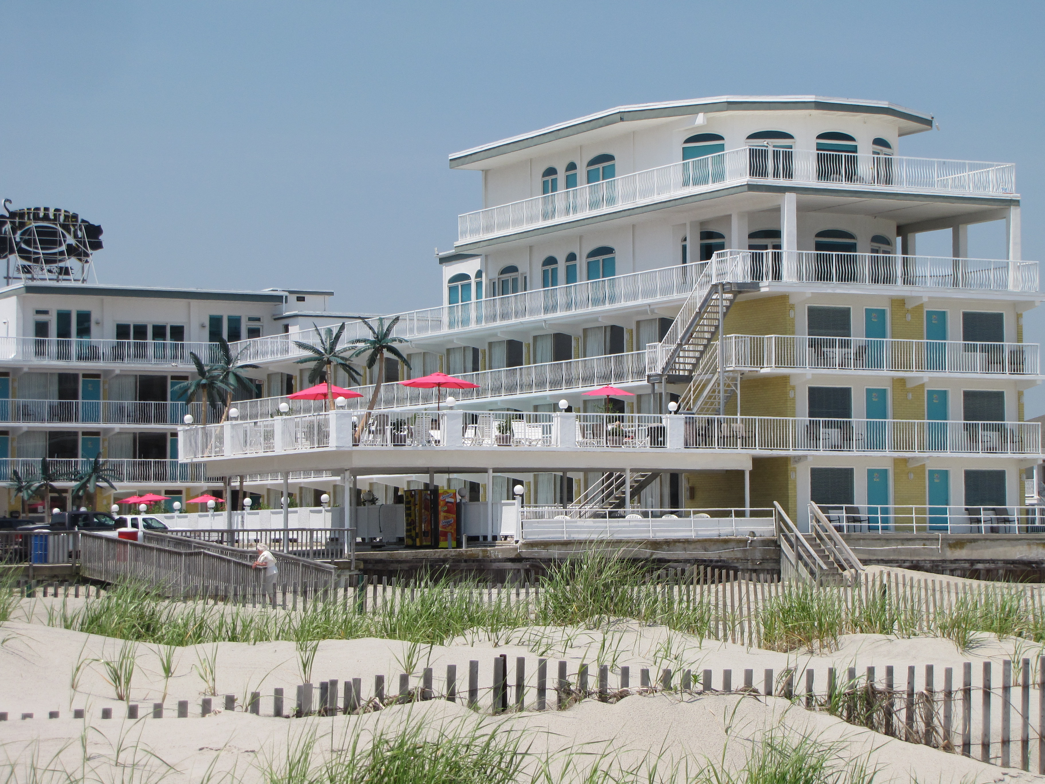 Paradise Oceanfront Resort