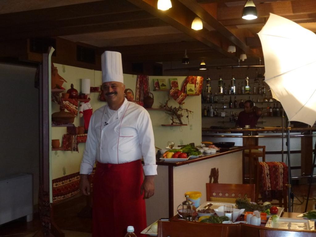 Ararat hall yerevan restaurant reviews phone number for Ararat armenian cuisine