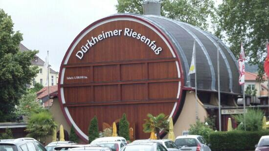 Dürkheimer Fass Herzstück der Weinstrasse