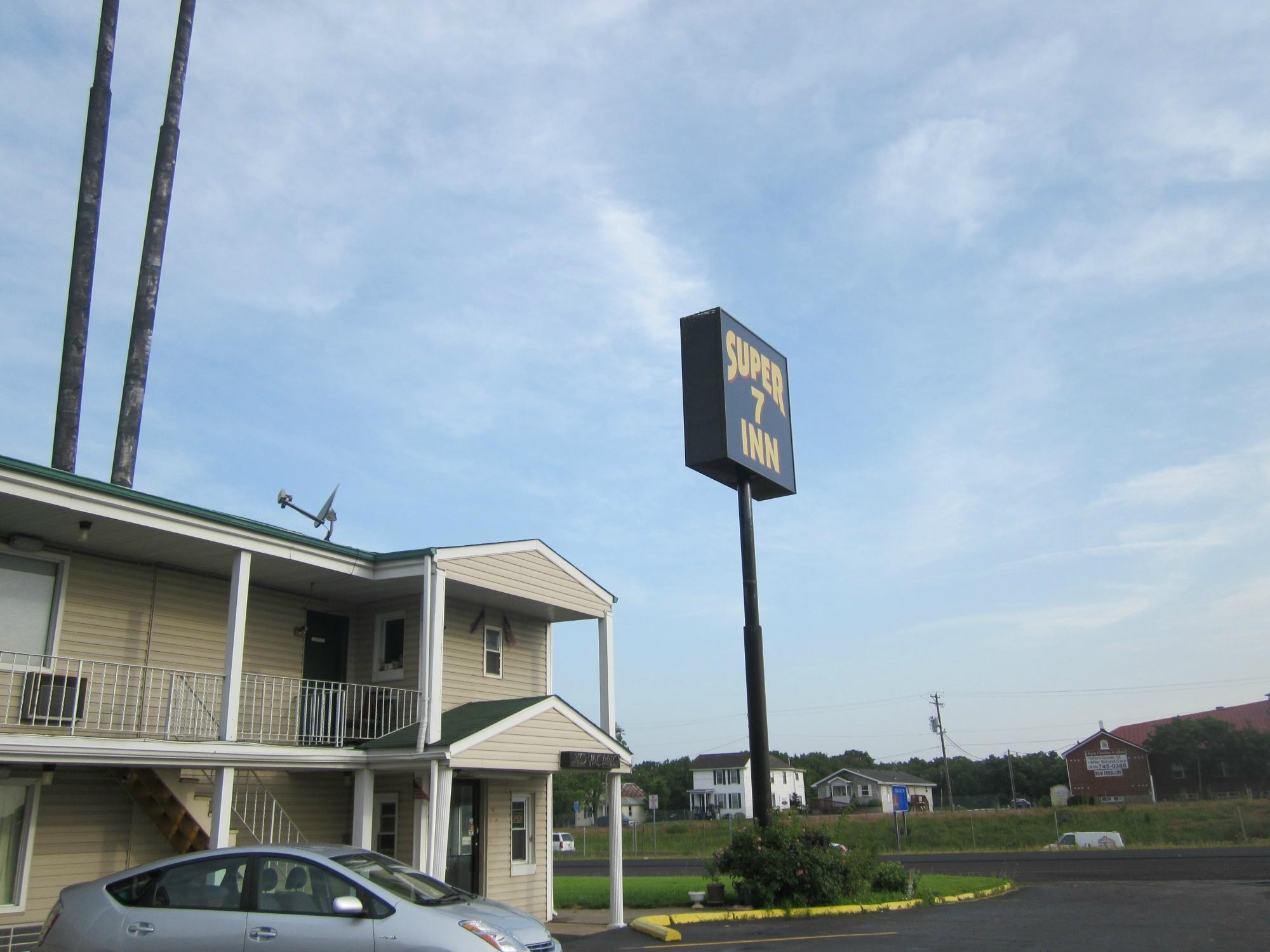 Book Super 7 Inn, Wright City, Missouri - Hotels.com