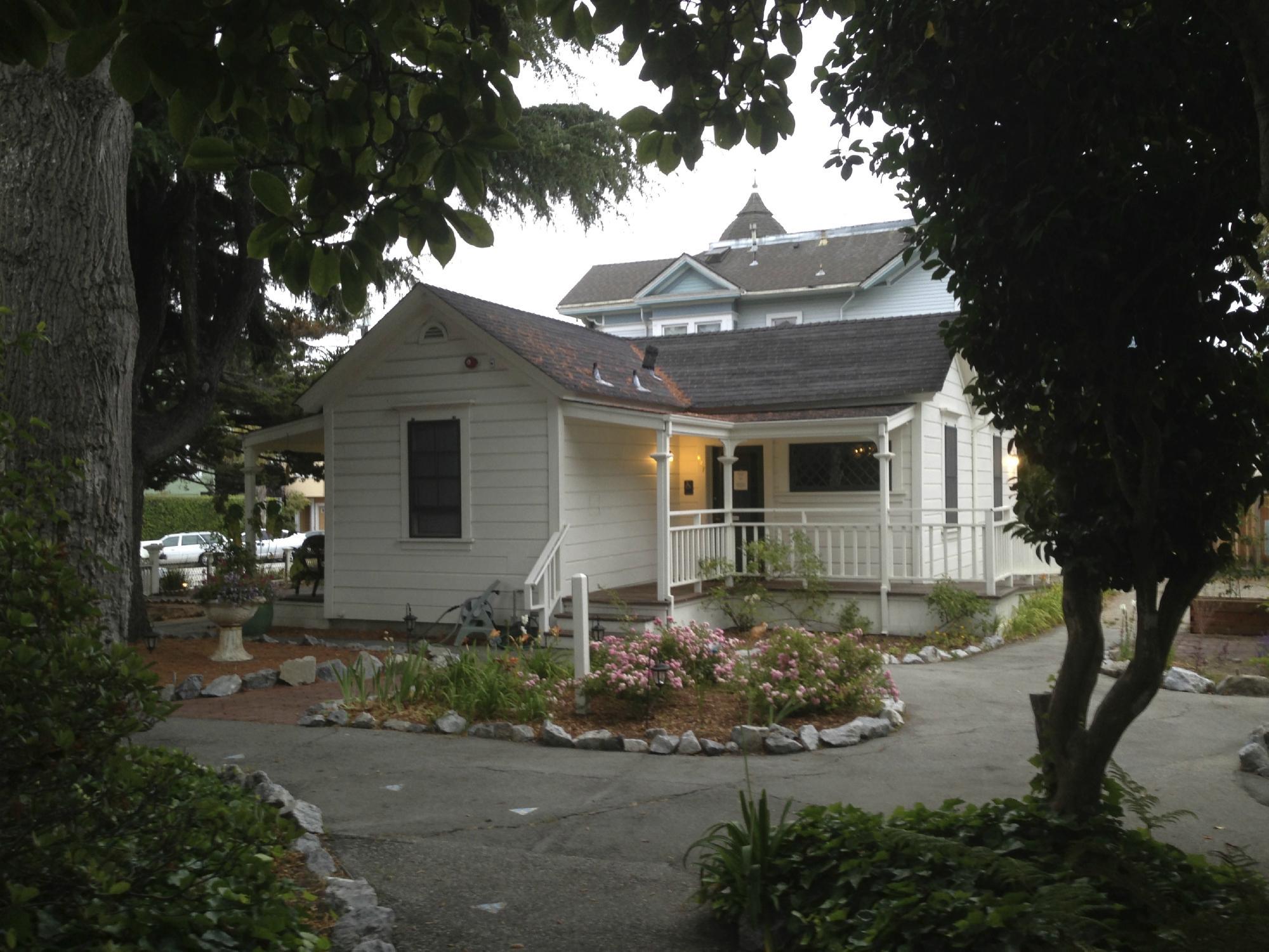 Santa Cruz Youth Hostel Carmelita Cottages