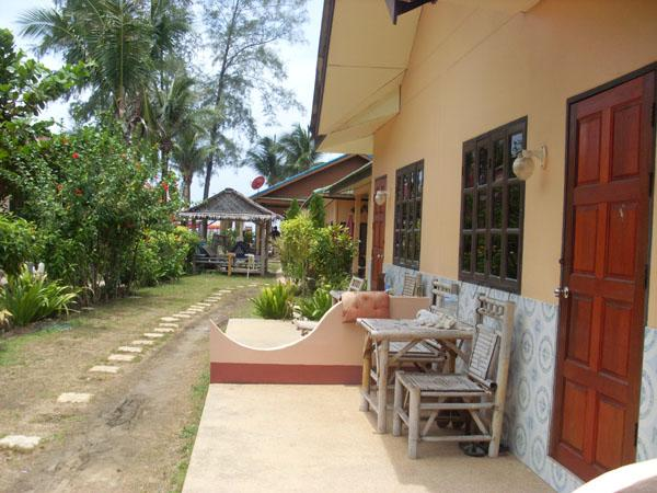 SMILE Restaurant and Bungalows
