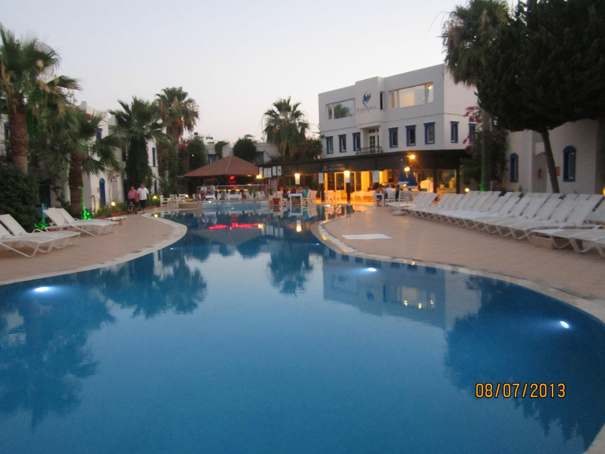 Club Paloma Apartments