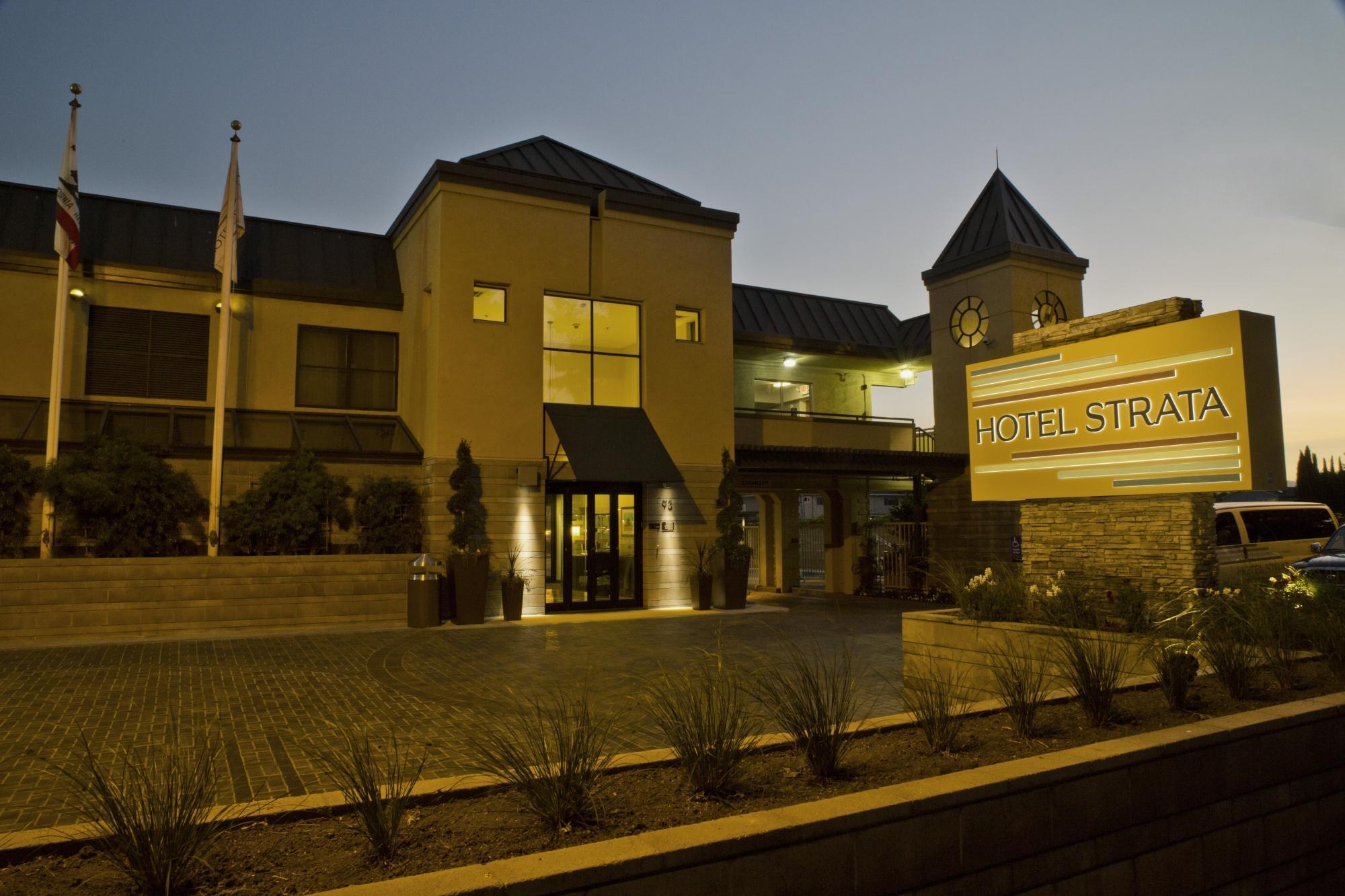 Hotel Strata Mountain View