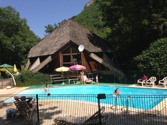 Camping et chalets du golf hotel la canourgue voir les for Camping lozere piscine