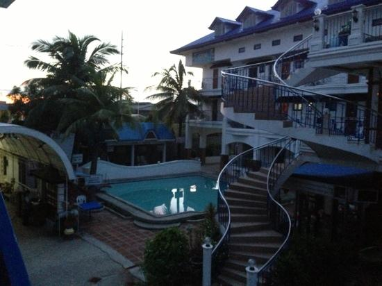 Malolos Resort Club Royale